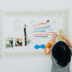 <span>インテリア特集 その2</span> 賃貸マンションでもできる。子どもの作品を壁にセンスよく飾る方法