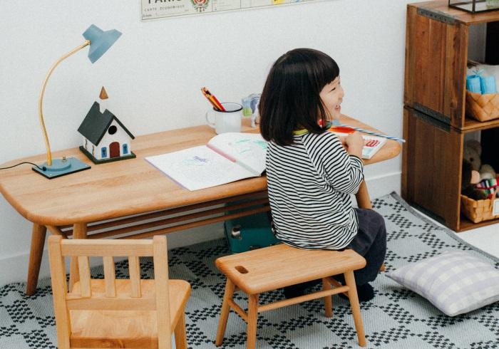 学習机はまだ早い!? まずは、長く使えるワークテーブルを