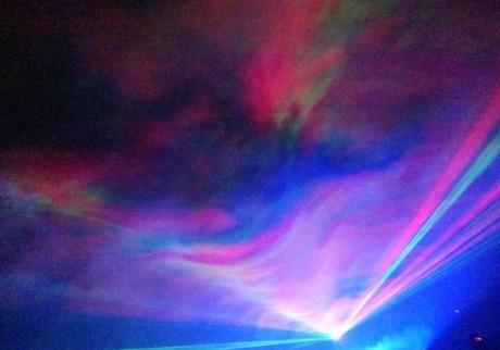 オーロラが輝く夜。ホンモノのサンタに会えるかも!?