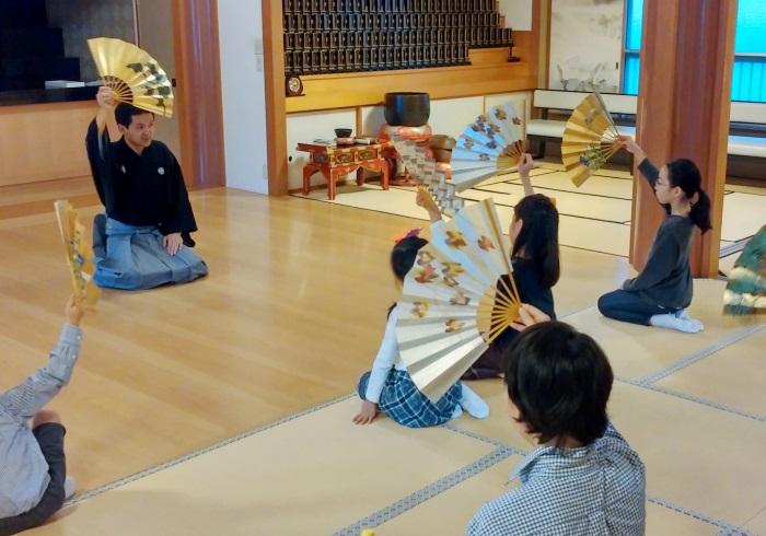 狂言とお琴の体験。親子で伝統芸能に触れる貴重な機会