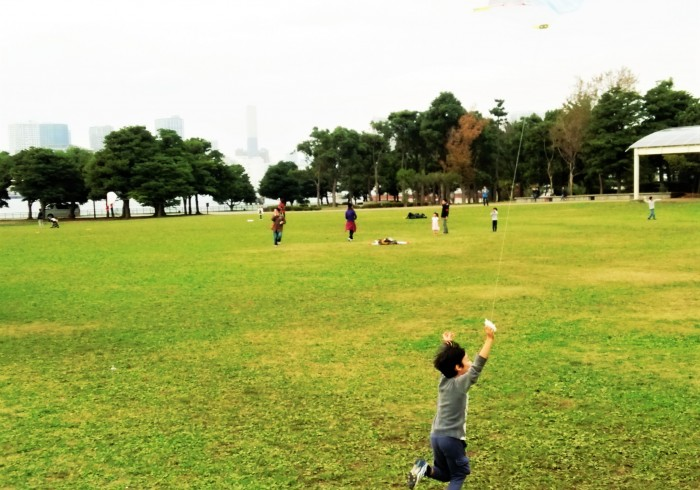 親が苦手でも大丈夫!の凧揚げワークショップ