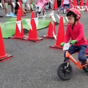 <span>育て! クリエイティビティ!</span> 初めて見る、勝負に挑むわが子の顔。ストライダーカップのススメ