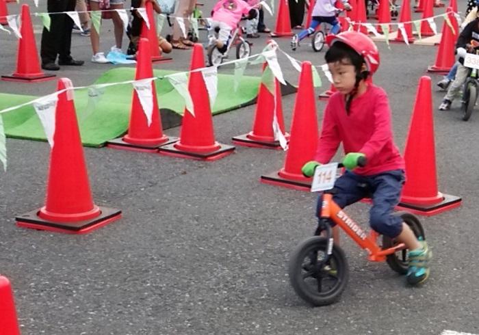 初めて見る、勝負に挑むわが子の顔。ストライダーカップのススメ