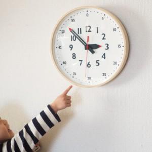 <span>コドモコモノ</span> 小さな子どもでも時間が読める、ママデザイナーさんが作った時計