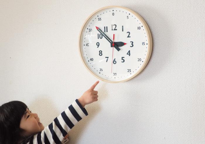 小さな子どもでも時間が読める、ママデザイナーさんが作った時計