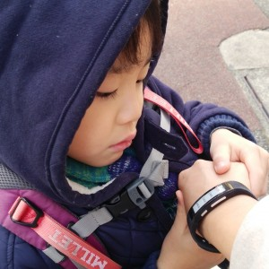 <span>「SmartBand Talk」体験記</span> 息子発熱! 夫との緊急連絡も音声入力で超スムーズに。