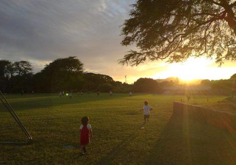 まずはコーチとの握手から。ハワイサッカーチームの大切な決まり事とは。