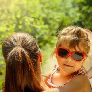 <span>mama's BEAUTY</span> 1本で、日焼けも虫さされも防ぐ。子どもと一緒に使えるUVケア