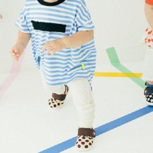 <span>読者ママのモニター体験!</span> 新しい靴のおかげで、1歳半の娘がどんどん歩く子に!