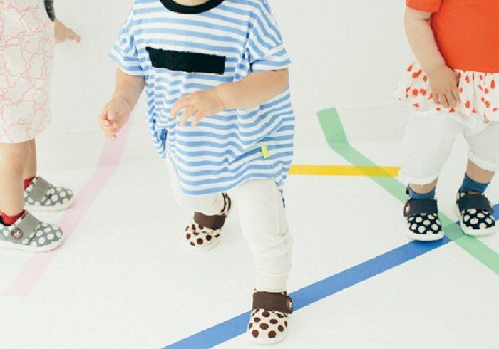 新しい靴のおかげで、1歳半の娘がどんどん歩く子に!