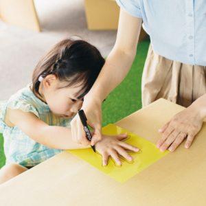 <span>夏のワークショップ特集10</span> ママの手は私の手いくつの長さ? 作って学べるおうちワークショップ