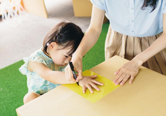 ママの手は私の手いくつの長さ? 作って学べるおうちワークショップ