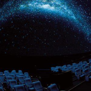 <span>涼しい遊び場特集5</span> しまじろうと巡る星空探検など、子ども番組が充実しているプラネタリウム