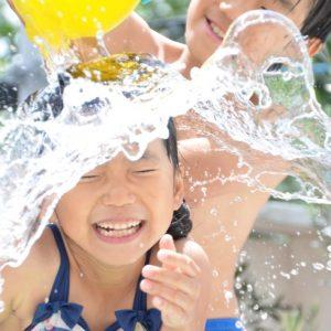 <span>ママだから撮れる、子ども写真</span> こんな写真、撮ってみたい! 水遊びの一瞬を残すコツ