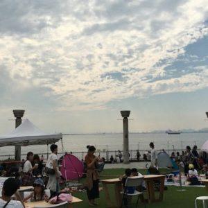 <span>関西子連れダイアリーvol.10</span> 海を間近に望む公園で、子どもも一緒に楽しめる青空マーケット