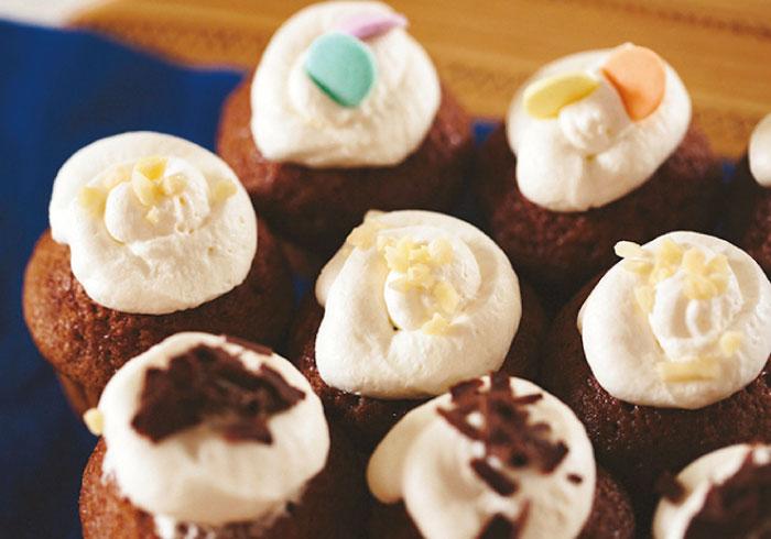 トッピングは子どもにおまかせ。ミニミニカップケーキ【キッズと作るパーティレシピ・11】