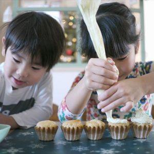 <span>ママだから撮れる、子ども写真</span> 子どもたちの手作りケーキ。写真に残すポイントは?