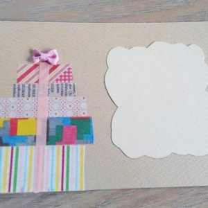 <span>編集部の取材エピソード</span> 子どもの絵やきれいなボタンを使ったものも。クリスマスカードのアイディア
