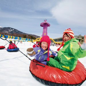 <span>冬温泉&スキー特集・5</span> 雪上メリーゴーランドが人気。清里で温泉&スキー
