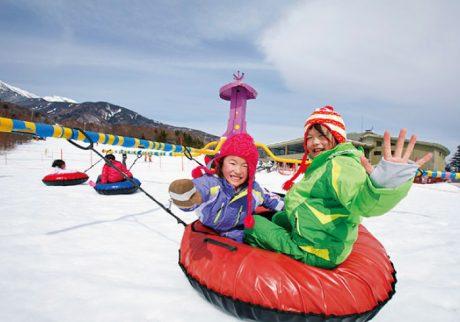 雪上メリーゴーランドが人気。清里で温泉&スキー