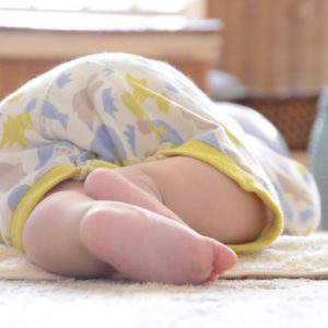 <span>ママだから撮れる、子ども写真</span> むちむちにグーッと寄るべし! 赤ちゃんを可愛く撮るアイディア3