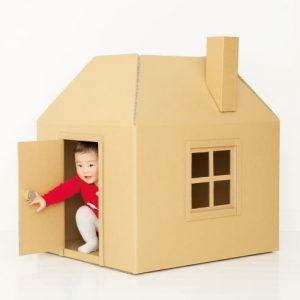 <span>0・1・2 歳向け</span> たためるから場所をとらない。親子で作る、簡単かわいい段ボールハウス