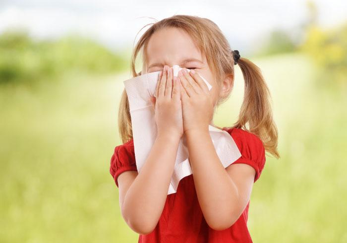 耳鼻科の先生に聞いた、子どもの花粉症で注意したいこと