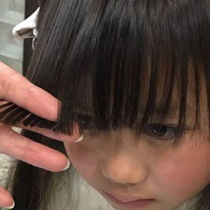 <span>子どものヘアスタイル</span> 卒園式や入学式前に自宅でできる。失敗しない子どもの前髪カット