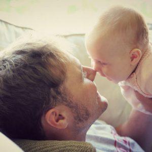 <span>パパの子育て基本のキ・1</span> 3歳までは出番なし? 専門家に聞く、家庭でのパパの出番
