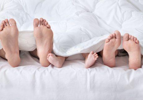 出産後もパパと同じベッドで寝てるママはどのくらい?【ママの本音のYES&NO】