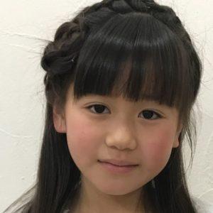 <span>子どものヘアスタイル</span> 入学式、入園式に。写真で解説する、基本の編み込みヘアとカチューシャ風アレンジ
