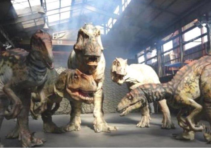 ティラノサウルスは8メートル。動く恐竜たちに、親子で大興奮!【親子のGWのおでかけ・東京】