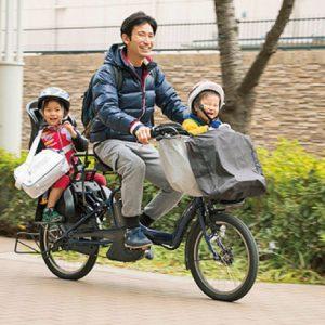 <span>Hanakoパパ</span> 自分も楽しみながら子どもの成長を見守る。ハナコパパの1日に密着!
