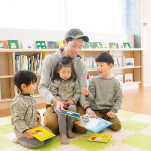 <span>Hanakoパパ</span> 3人の子どもたちのお世話と家事でママの時間をプレゼント。ハナコパパの1日に密着!