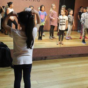<span>「ドリームキッズ・プロジェクト」体験ルポ・1</span> 映画の製作現場を見たあとは、ダンススクールに参加【カリフォルニアの旅・1】