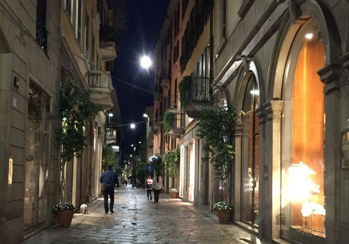 夫と子供をその場において、私は、ミラノの街に逃げた