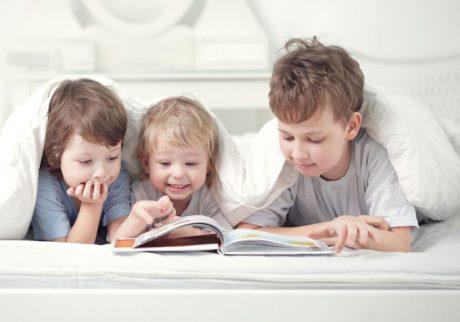 下の子に絵本の読み聞かせをすると、お兄ちゃんがジャマして困ります