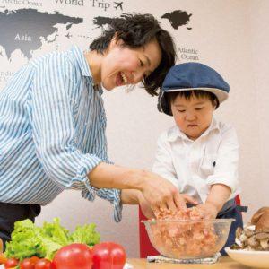 <span>3・4・5 歳向け</span> 子どもといっしょに料理! 台所育児のススメ