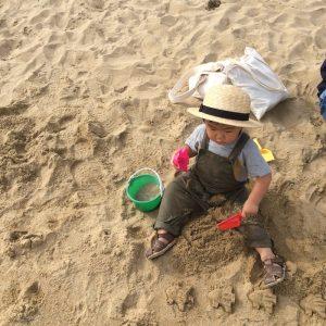 <span>関西子連れダイアリーvol.17</span> 芝生で遊んだあとは砂浜へ。1日のんびりできる「芦屋市総合公園」