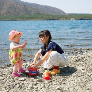 <span>水辺のキャンプ特集5</span> 楽しいからこそ気をつけて。子どもの水辺遊びの注意ポイントまとめ