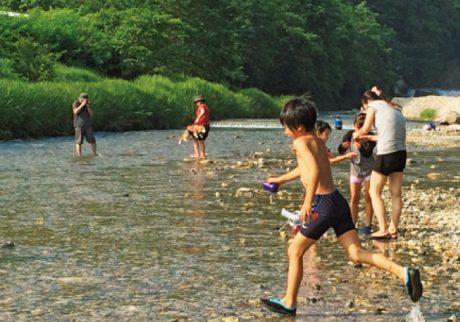 まるで天然水のプール! 川遊びが楽しい親子キャンプ【埼玉・群馬/川辺のキャンプ場】