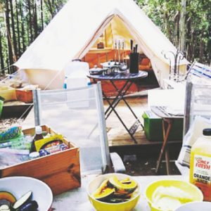 <span>水辺のキャンプ特集6</span> 船でしか行けない場所や、ツリーハウスにグランピングスタイル。プライベートステイが可能なキャンプ場
