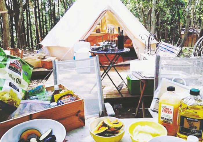 船でしか行けない場所や、ツリーハウスにグランピングスタイル。プライベートステイが可能なキャンプ場