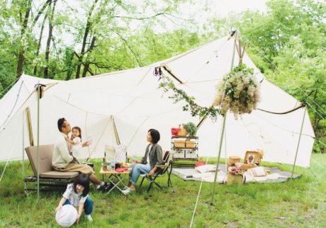スタイリスト佐藤朝子さんが提案。居間でくつろぐようなキャンプスタイル