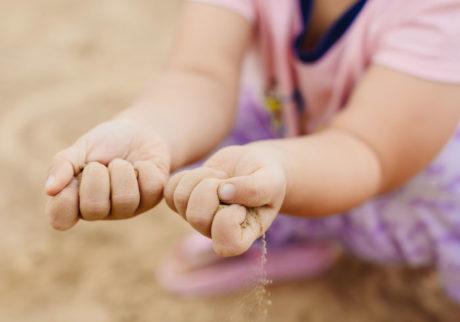 土が汚いと嫌がる娘。私が原因かもしれません