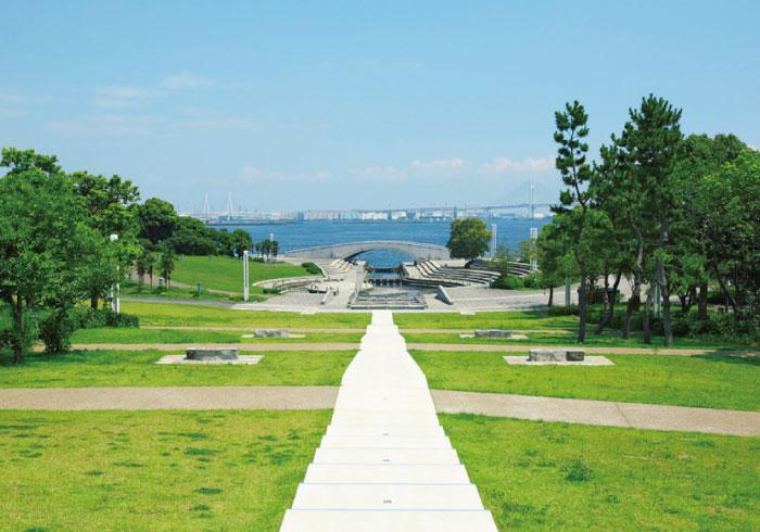 広ーい芝生に、海の見えるロケーション。駅近の公園・神奈川編【公園ピクニック特集】