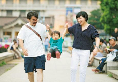 専業主夫を引き受けたり、子と過ごすために転職したり。自慢のパパたちを紹介します!