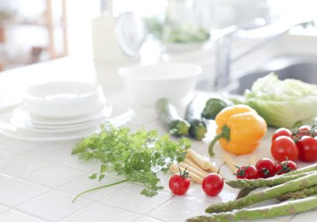 食材に直接スプレーできるものも。食中毒対策に持っておきたいアイテム3