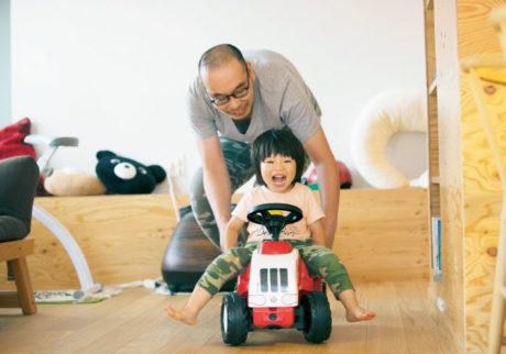 子どもと遊ぶのがうまいパパに共通することは?