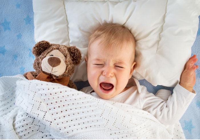 寝ている夫もあえて起こす!? みんなの「夜泣き」エピソード【ママの本音のYES&NO】
